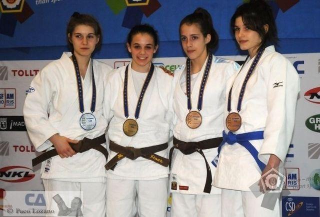 Julia Kowalczyk - pierwsza z prawej