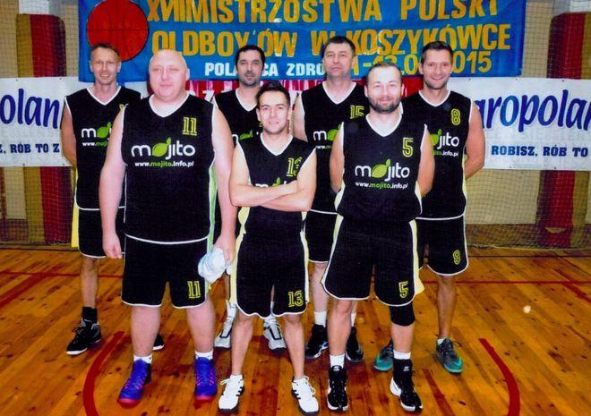 Drugi rząd od lewej: Mirosław Frankowski, Łukasz Kamiński, Marek Kaczmarek i Przemysław Bednarek. Pierwszy rząd od lewej: Adam Pierchała, Tomasz Szymura, Jarosław Muras.