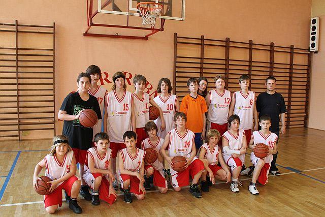 Zdjęcie grupowe młodzików młodszych MKKS-u