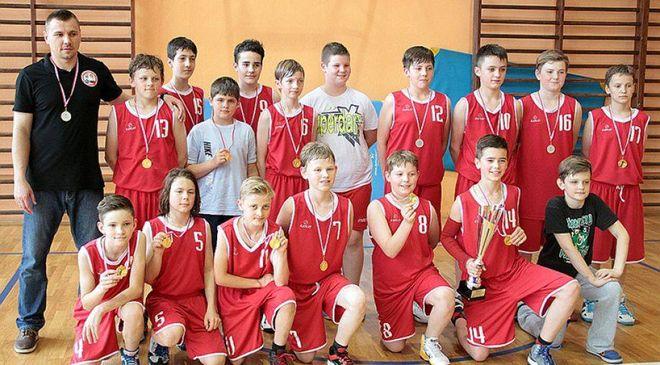Niedawno zawodnicy MKKS-u Rybnik z rocznika 2003 zostali mistrzami Śląska w minikoszykówce