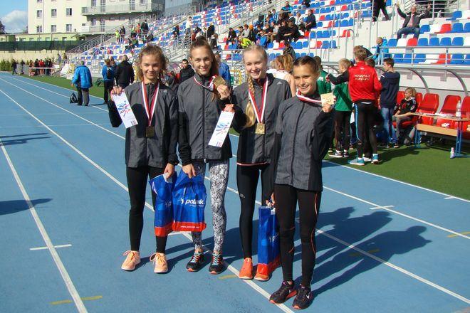 Złote medalistki z TL ROW: Julia Polak, Julia Sidelnik, Magdalena Stępień, Klaudia Warmińska
