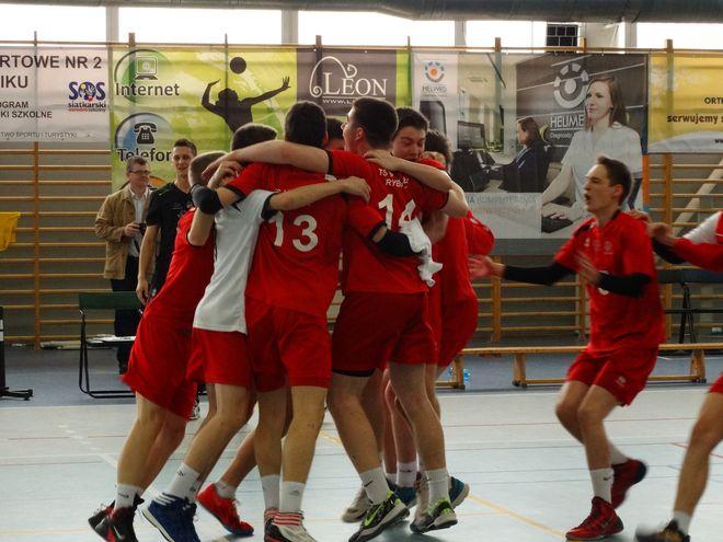 Młodzicy TS Volley - radośc po wygranym turnieju