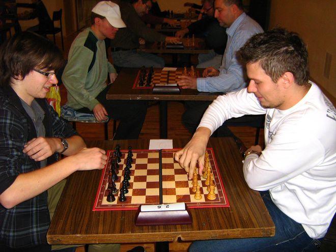 Po lewej zwycięzca Turnieju Barbórkowego Marcin Krzyżanowski, po prawej jedyny arcymistrz