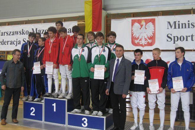 Drużyna RMKS Rybnik na 3. stopniu podium (Brewczyk, Kotas, Fajkis, Naszkowski) oraz trener Krystian Fajkis