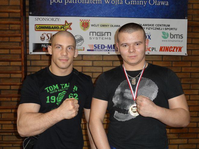Gość honorowy zawodów Damian Janikowski i Kamil Sekuła z medalem