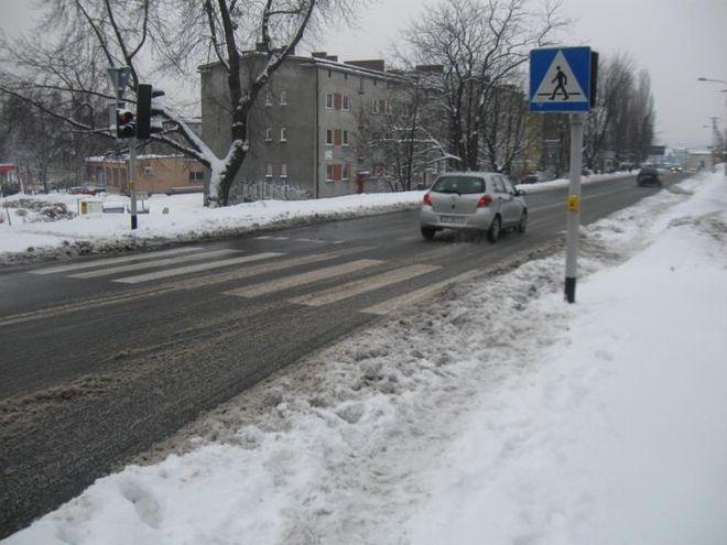 Służby ostrzegają przed oblodzeniem na drogach