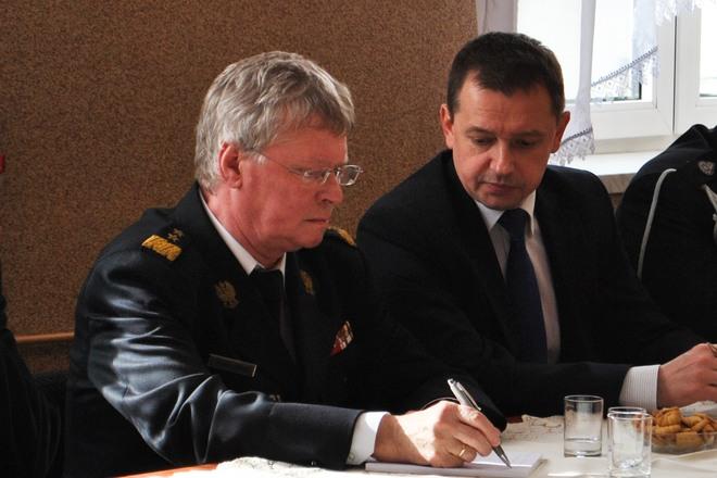 Generał Zbigniew Meres z posłem Markiem Krząkałą
