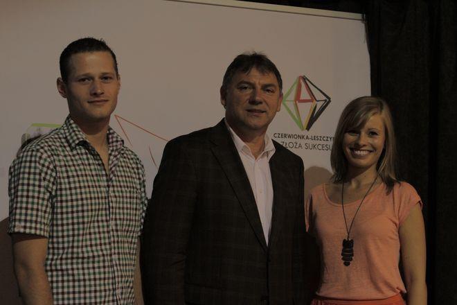 Burmistrz Wiesław Janiszewski z Barbarą Konopką i Karolem Chlubkiem, którzy byli twarzami kampanii reklamowej.