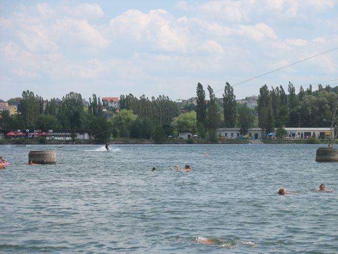 W Hluczinie można pojeździć na nartach wodnych.