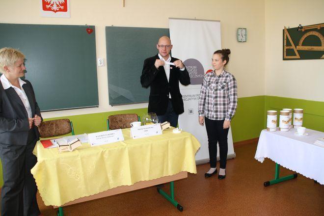 Pięć szkół ponadgimnazjalnych otrzyma po 20 tys. zł na realizację projektu.