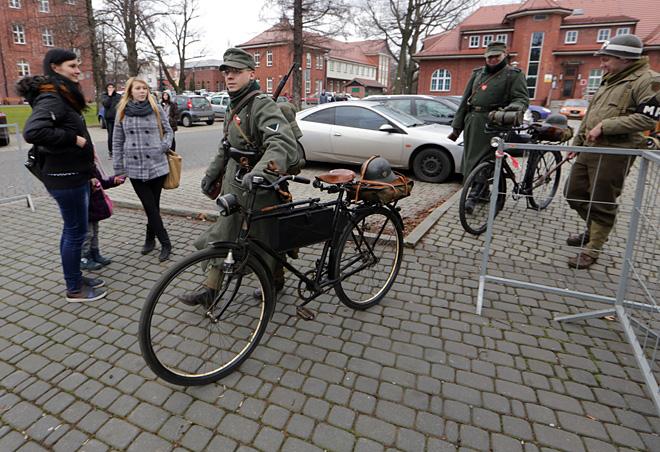 Michał Cieślik i Adam Wojtyczka na rowerach sprzed 80 lat