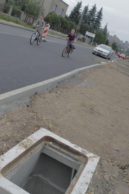 Taka dziura w zeszłym tygodniu straszyła jeszcze na poboczu ulicy Wodzisławskiej.