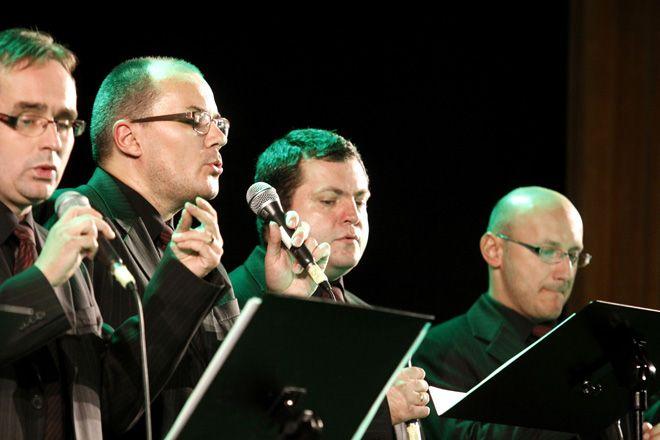 Michał Wojaczej (z lewej) i zespół 6na6