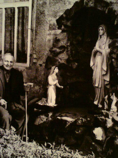 Archiwalne zdjęcia Teodora Stajera i skradzionych figur