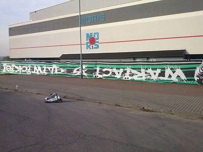 Kilka godzin po zajściu w Internecie pojawiły się zdjęcia skradzionych flag ROW-u