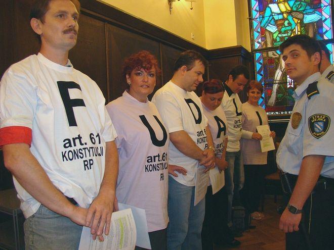 Członkowie Stowarzyszenia Obrony Praw Lokatorów nie chcieli opuścić sali.