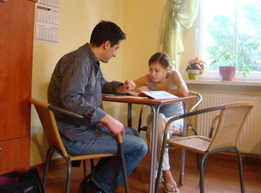 W domu dla nieletnich matek młode mamy uzyskają nie tylko pomoc w opiece nad dzieckiem. Mogą również kontynuować naukę.